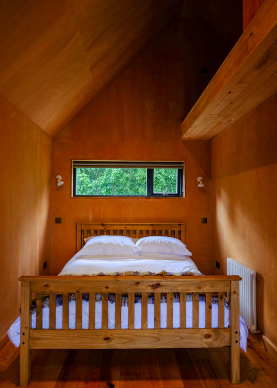 bedroom at the birdwatchers cabin